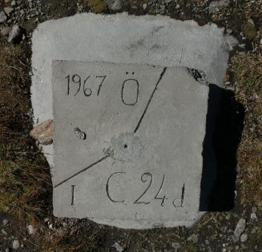 Grenze Österreich-Italien auf dem Timmelsjoch 2509 m